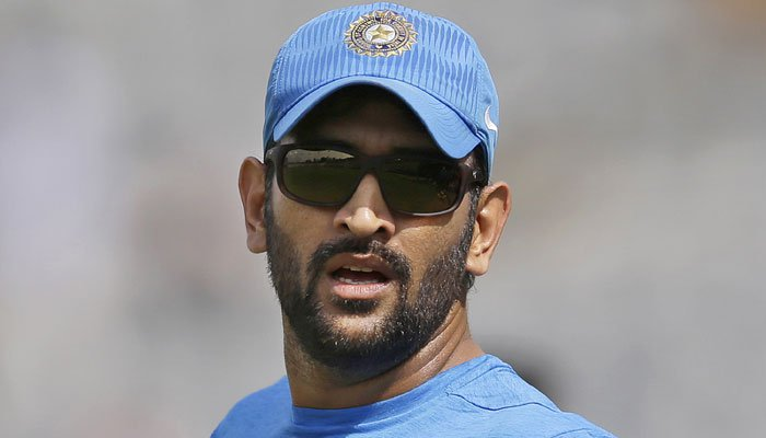 473121-ms-dhoni-sunglass-look