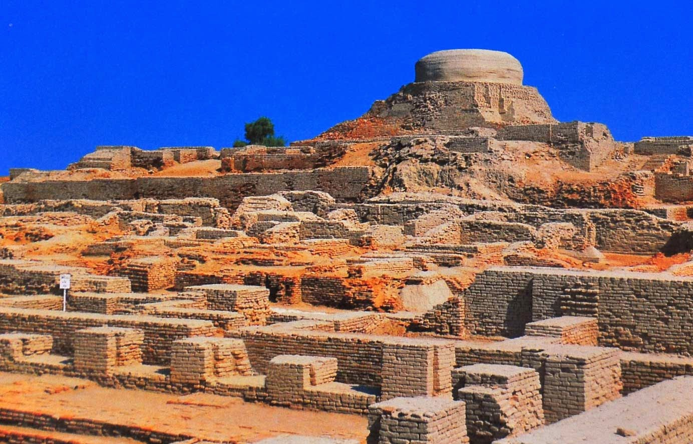 mohenjo daro Mohenjo-daro definition, an archaeological site in pakistan, near the indus river:  six successive ancient cities were built here see more.